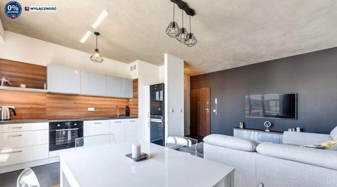 przestronny salon w ekskluzywnym apartamencie na sprzedaż Legnica