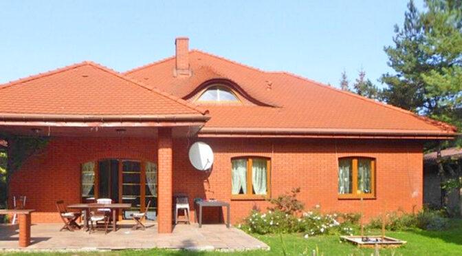 widok od strony tarasu na ekskluzywną rezydencję do sprzedaży Piotrków Trybunalski