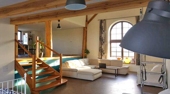 zaaranżowane w stylu loftu wnętrze luksusowego apartamentu do sprzedaży Wrocław (okolice)
