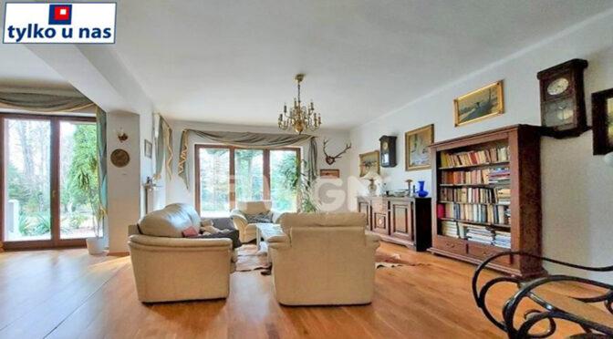 stylowe wnętrze salonu w ekskluzywnej rezydencji na sprzedaż Częstochowa