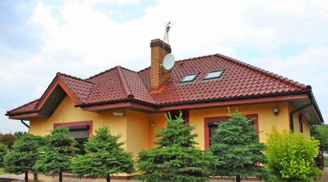 widok od strony ogrodu na luksusową rezydencję na sprzedaż Konin (okolice)