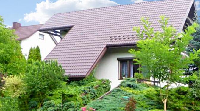 widok od strony ogrodu na luksusową rezydencję na sprzedaż Piotrków Trybunalski (okolice)