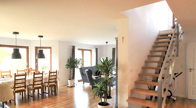przestronne wnętrze z funkcjonalnym rozkładem pomieszczeń w ekskluzywnej rezydencji na sprzedaż Ustroń