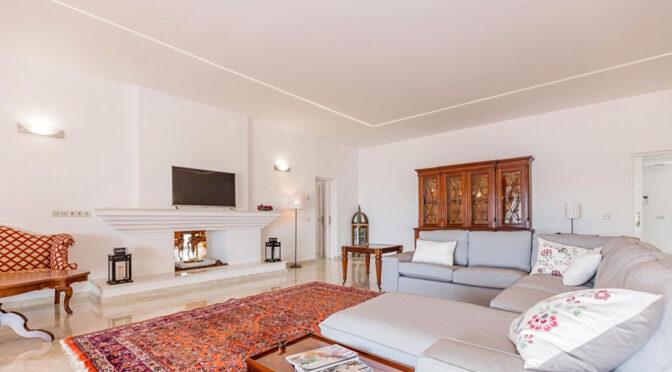 przestronny pokój gościnny w ekskluzywnej rezydencji do sprzedaży Hiszpania (Costa Del Sol Malaga, Estepona)