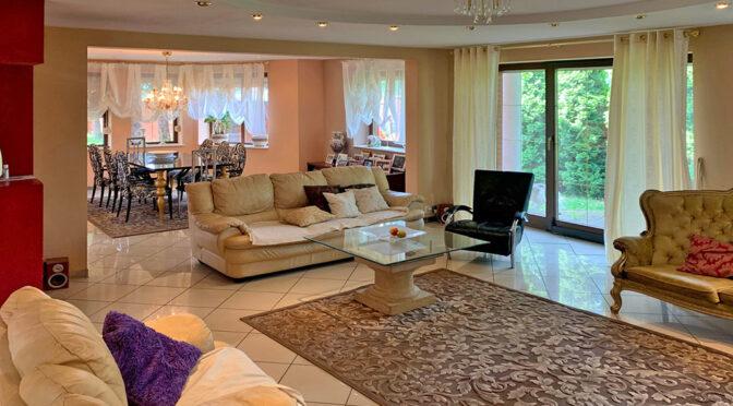 stylowy salon w luksusowej rezydencji do sprzedaży Konin (okolice)