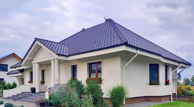 reprezentacyjna, frontowa elewacja luksusowej rezydencji na sprzedaż Legnica (okolice)