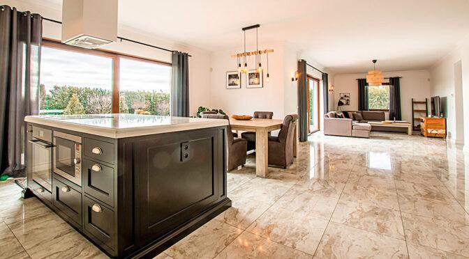 imponujące rozmachem i bogactwem wnętrze luksusowej rezydencji do sprzedaży Poznań (okolice)