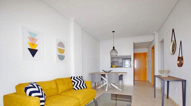 minimalistyczny styl salonu w ekskluzywnym apartamencie na sprzedaż (Costa Blanca, Torrevieja)