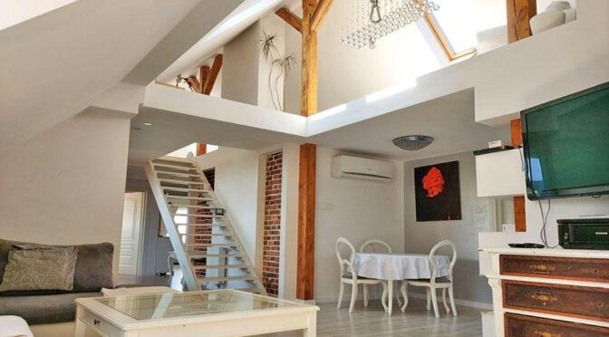 2-poziomowy salon w luksusowym apartamencie do sprzedaży Legnica (okolice)