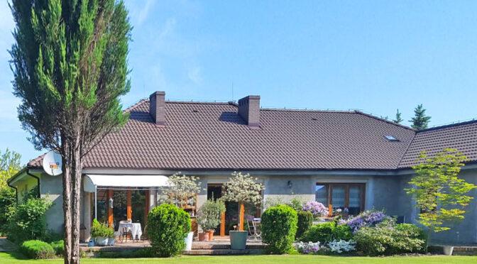 widok od strony ogrodu na ekskluzywną rezydencję do sprzedaży Gorzów Wielkopolski (okolice)
