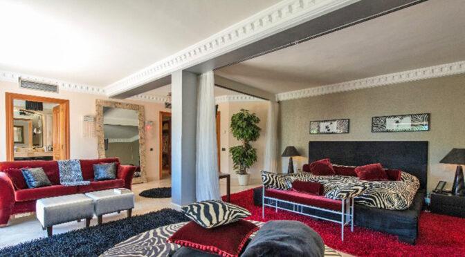 komfortowy pokój dzienny w ekskluzywnej rezydencji do sprzedaży Hiszpania (Marbella, Costa Del Sol)