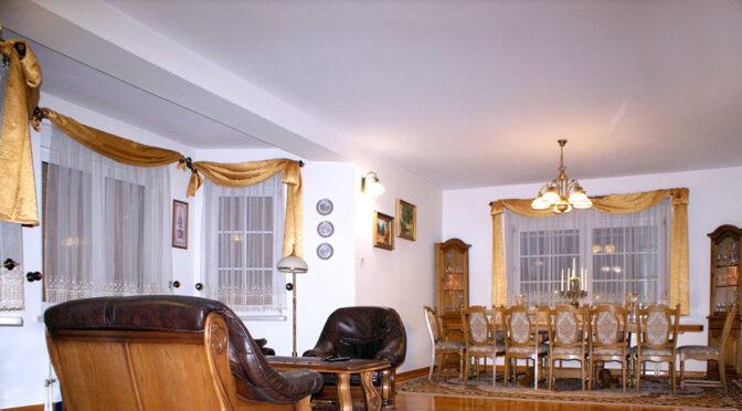 wytworny pokój dzienny w ekskluzywnej rezydencji do sprzedaży Konin (okolice)