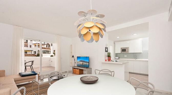 luksusowy salon w ekskluzywnym apartamencie na sprzedaż Hiszpania (Costa Del Col, Malaga)
