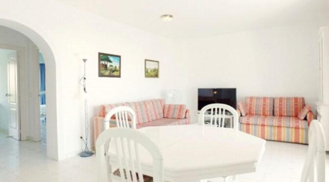 utrzymane w jasnych barwach wnętrze ekskluzywnego apartamentu na sprzedaż Hiszpania (Costa Del Sol, Malaga)
