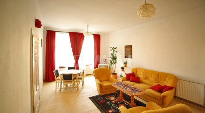 stylowy salon w ekskluzywnym apartamencie do wynajęcia Bolesławiec