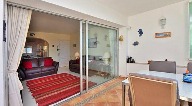 salon oraz taras przy luksusowym apartamencie do sprzedaży Hiszpania (Costa Del Sol, Malaga, Mijas)