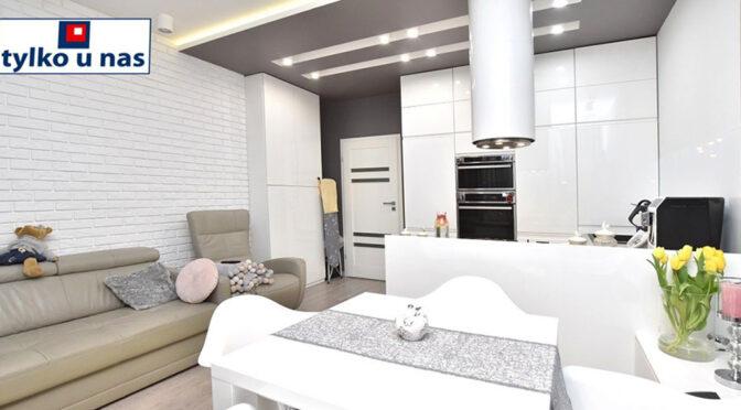 nowoczesny design salonu i aneksu kuchennego w ekskluzywnym apartamencie do sprzedaży Inowrocław