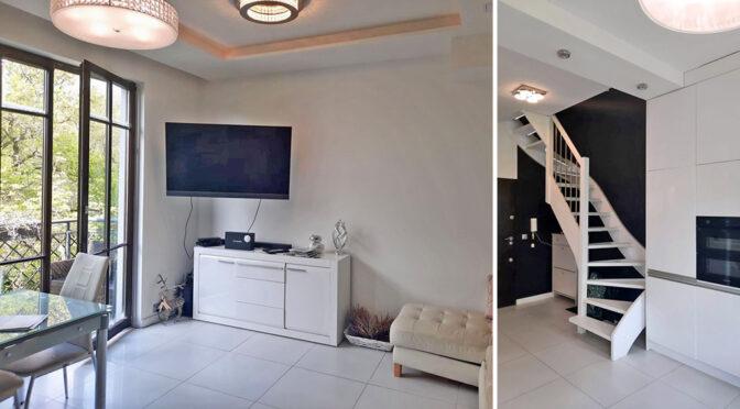 po lewej salon, po prawej schody na górny poziom w ekskluzywnym apartamencie do sprzedaży Szczecin