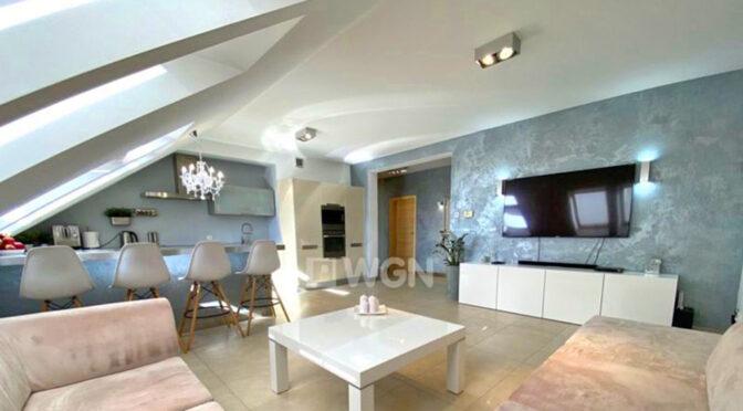 słoneczne wnętrze ekskluzywnego salonu w luksusowym apartamencie do sprzedaży Szczecin