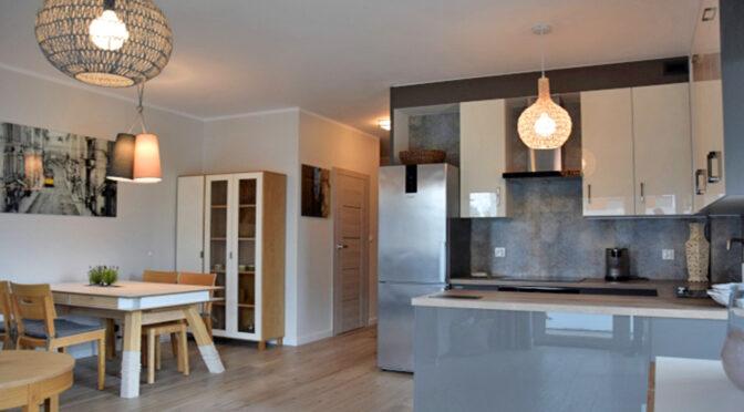 stylowe wnętrze i hol w ekskluzywnym apartamencie do wynajęcia Słupsk