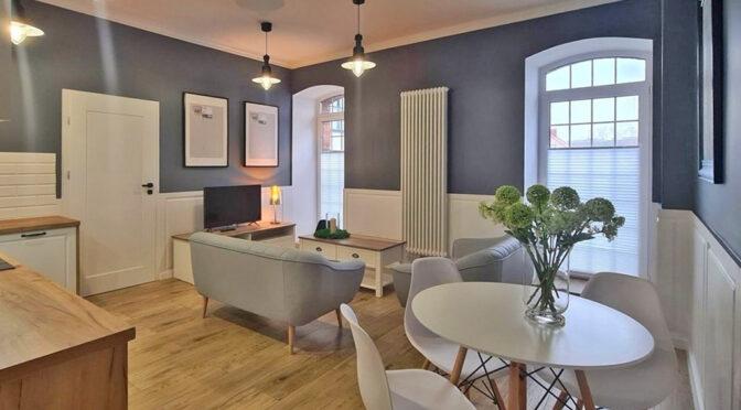 kameralne wnętrze salonu w ekskluzywnym apartamencie do wynajęcia Wieluń