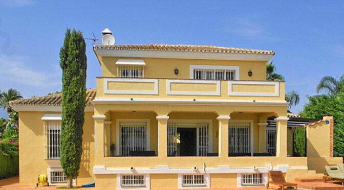 widok od strony tarasu na luksusową rezydencję na sprzedaż Hiszpania (Costa Del Sol, Malaga)