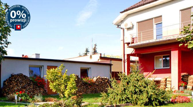 widok od strony tarasu i ogrodu na ekskluzywną rezydencją na sprzedaż Konin