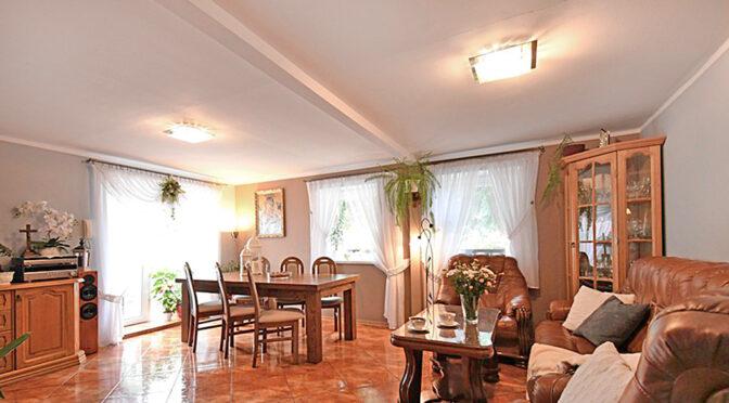 kameralny pokój gościnny w luksusowej rezydencji na sprzedaż Mazury