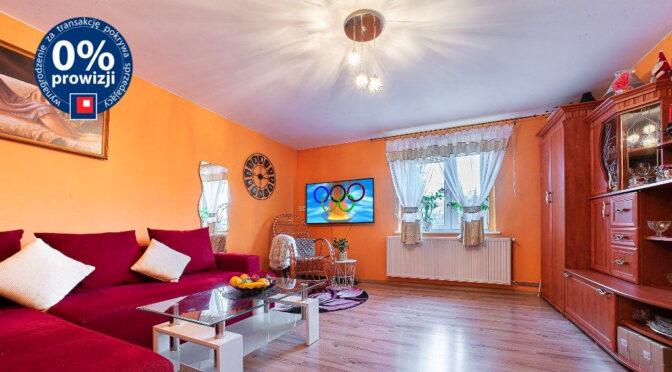zaprojektowane zgodnie z najnowszymi trendami wnętrze salonu w ekskluzywnej rezydencji do sprzedaży Bolesławiec (okolice)