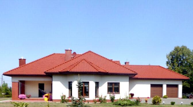 widok od strony ogrodu na luksusową rezydencję na sprzedaż Piotrków Trybunalski
