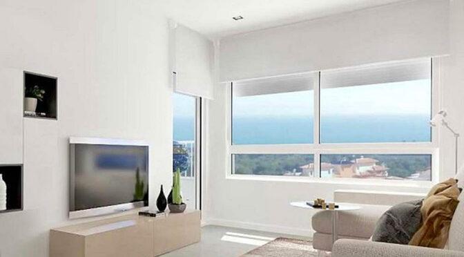 słoneczny pokój dzienny w ekskluzywnym apartamencie na sprzedaż Hiszpania (Altos De Campoamor, Costa Blanca)