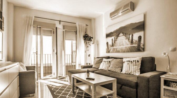 zaprojektowany w śródziemnomorskim stylu salon w ekskluzywnym apartamencie na sprzedaż Hiszpania (Costa Del Sol, Malaga)