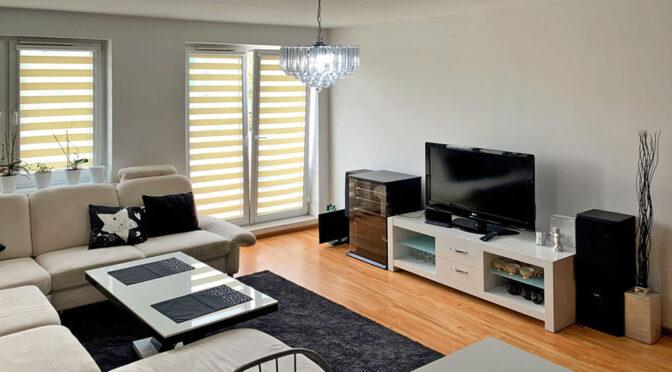 widok z góry na pokój dzienny w luksusowym apartamencie na sprzedaż Konin