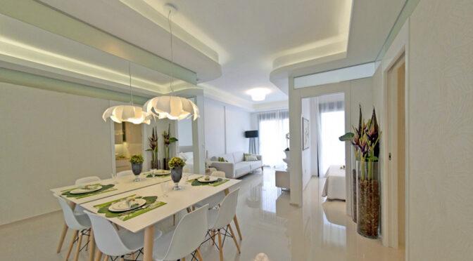 efektowne oświetlenie salonu w luksusowym apartamencie do sprzedaży Hiszpania (Costa Blanca, Orihuela Costa)
