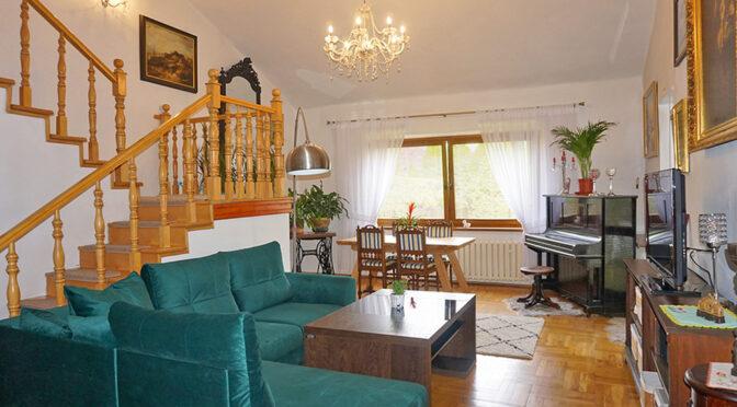 eleganckie wnętrze salonu w luksusowej rezydencji na sprzedaż Częstochowa