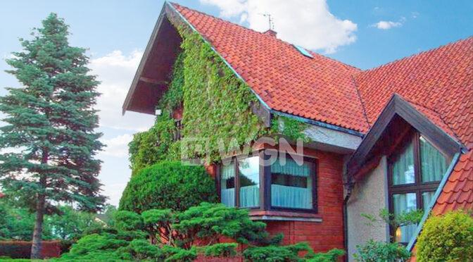 porośnięta bujną roślinnością luksusowa rezydencja na sprzedaż Częstochowa