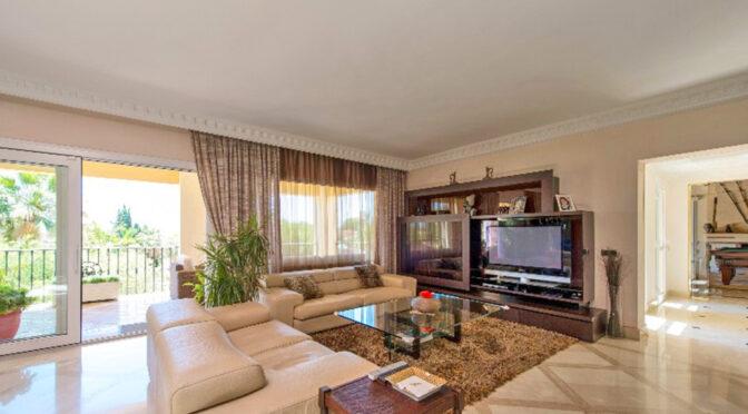 przestronny pokój dzienny w ekskluzywnej rezydencji na sprzedaż Hiszpania (Costa Del Sol Marbella)
