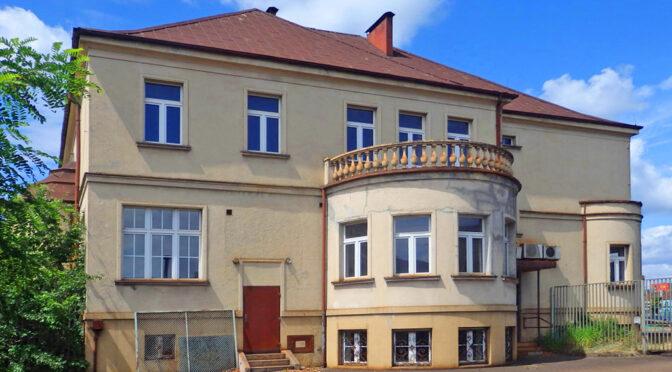 imponująca rozmachem bryła luksusowej rezydencji na sprzedaż Katowice (okolice)