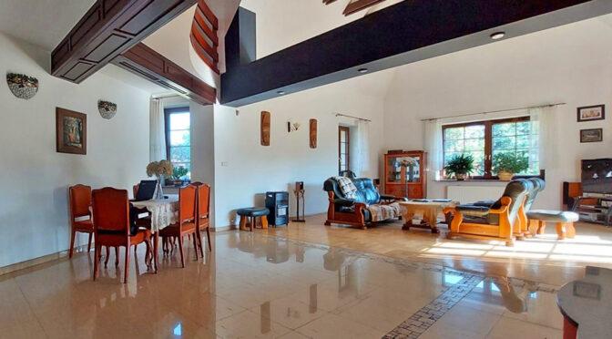 przestronny salon w ekskluzywnej rezydencji do sprzedaży Piotrków Trybunalski