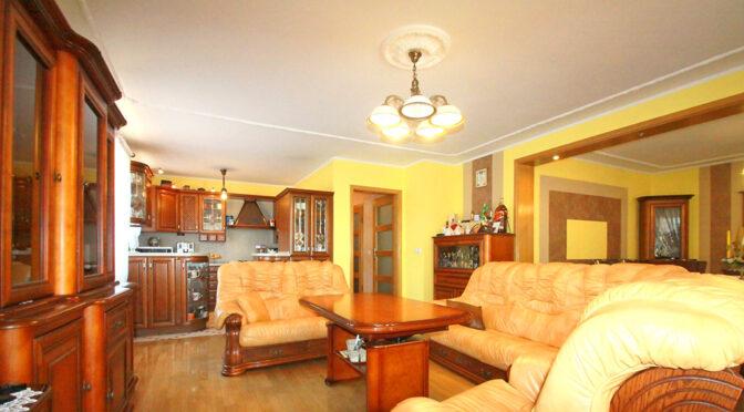 stylowy salon w ekskluzywnej rezydencji na sprzedaż Sieradz (okolice)