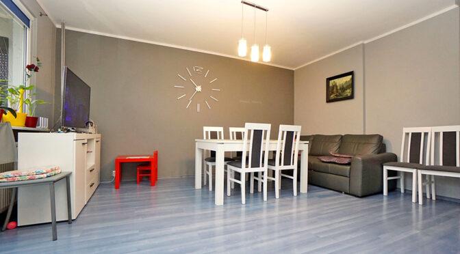 zaprojektowany w nowoczesnym designie salon w ekskluzywnym apartamencie na sprzedaż Konin