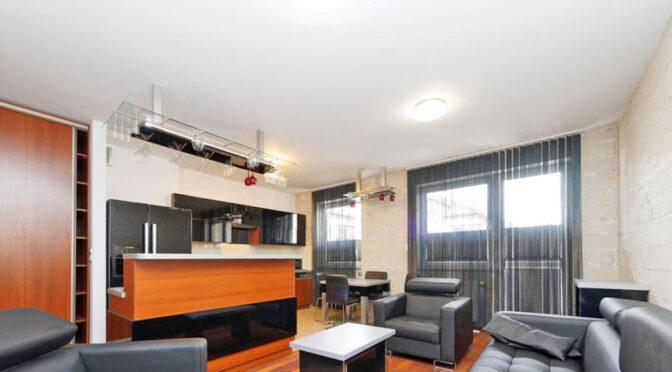 wytworny pokój gościnny w ekskluzywnym apartamencie na wynajem Tarnów