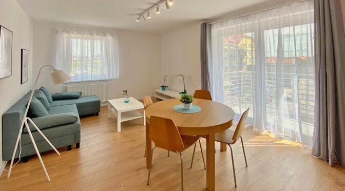 widok na salon i jadalnie w ekskluzywnym apartamencie do wynajęcia Legnica (okolice)