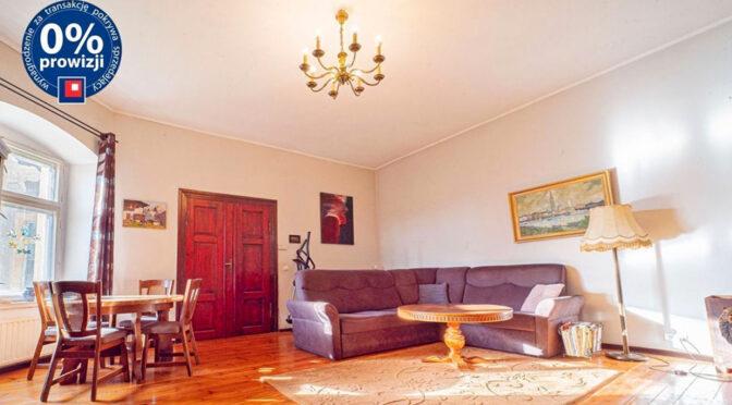 elegancki pokój dzienny w luksusowym apartamencie do sprzedaży Bolesławiec