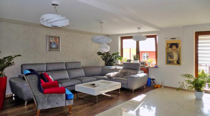 luksusowe wnętrze salonu w ekskluzywnym apartamencie do sprzedaży Ełk