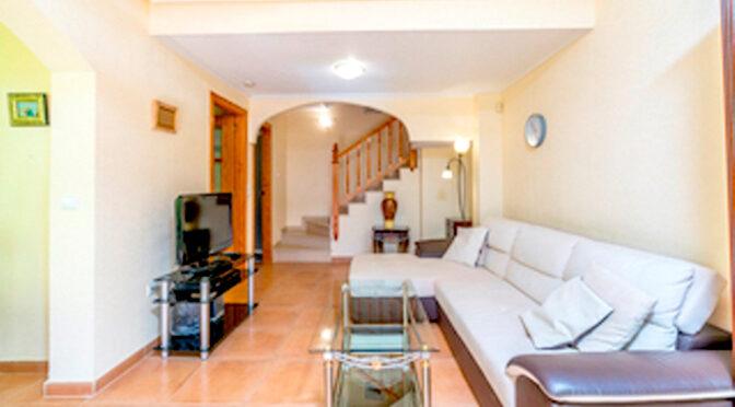 zaprojektowane w śródziemnomorskim stylu wnętrze luksusowego apartamentu do sprzedaży Hiszpania (Cinuelica, Orihuela Costa)