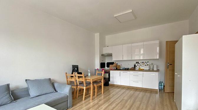 widok z salonu na aneks kuchenny w ekskluzywnym apartamencie do sprzedaży Katowice