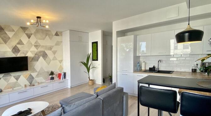 nowoczesna aranżacja salonu i kuchni w luksusowym apartamencie do sprzedaży Szczecin
