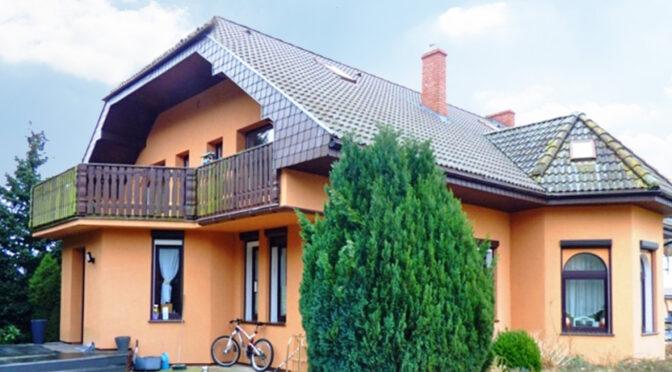 widok od strony ogrodu na luksusową rezydencję na sprzedaż Świnoujście (okolice)
