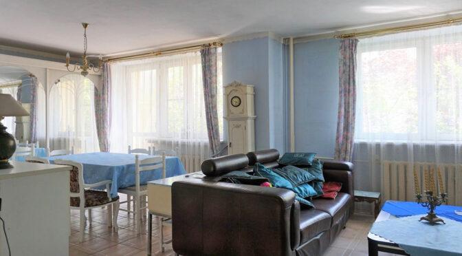 stylowe i wytworne wnętrze salonu w ekskluzywnej rezydencji na sprzedaż Częstochowa